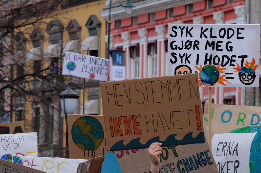 Klimastreik utenfor stortinget. Foto